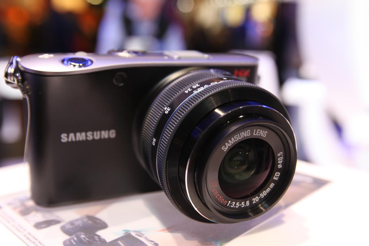 i-Function lens technology featured on the NX100 (pictured) is now compatible with Samsung's NX10