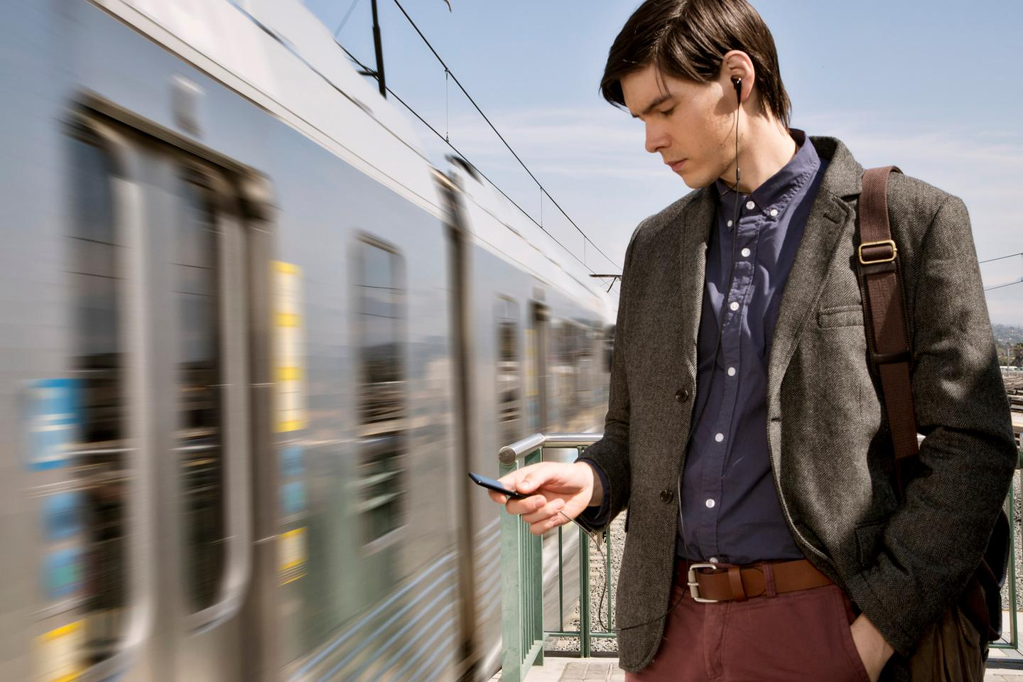 E570 Series Walkman models benefit from noise-canceling circuitry