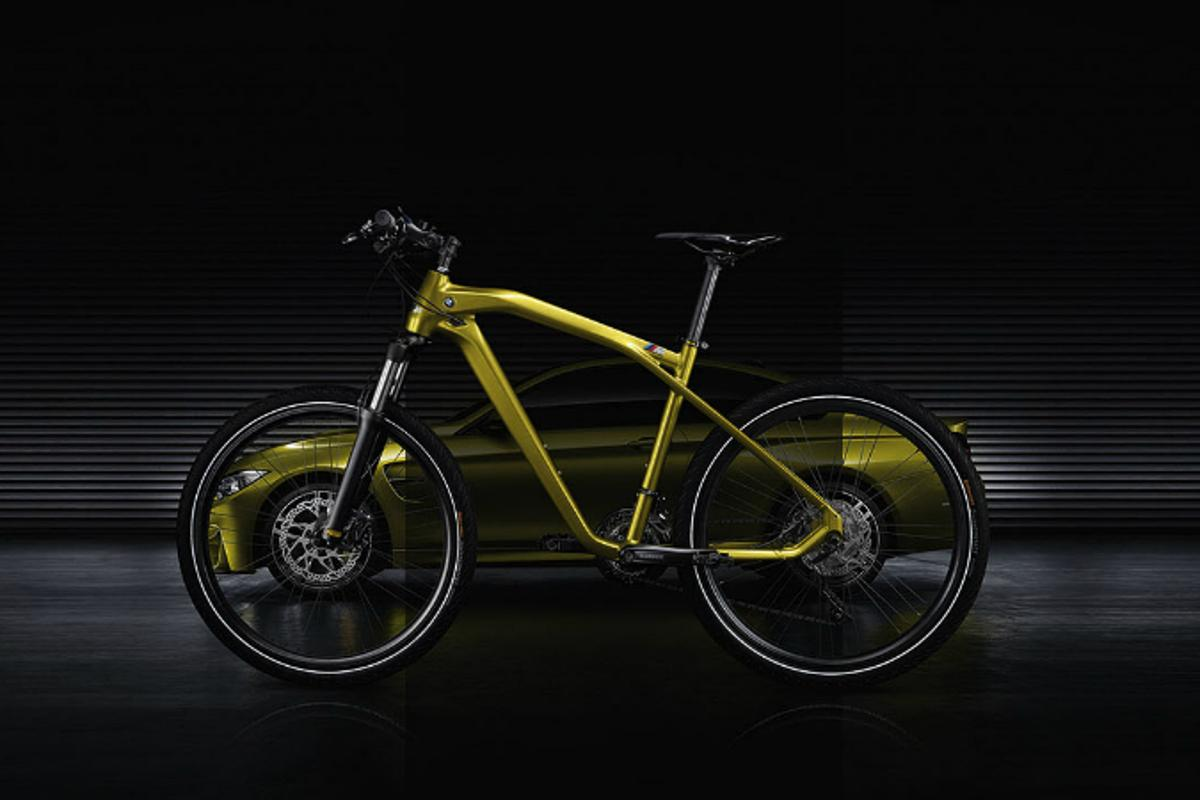BMW says the Cruise M-Bike Limited Edition makes use of modern design and lightweight construction elements