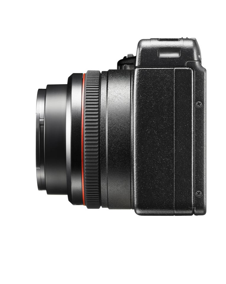 In addition to offering precision adjustment, the manual focus ring can be used to fine tune autofocus