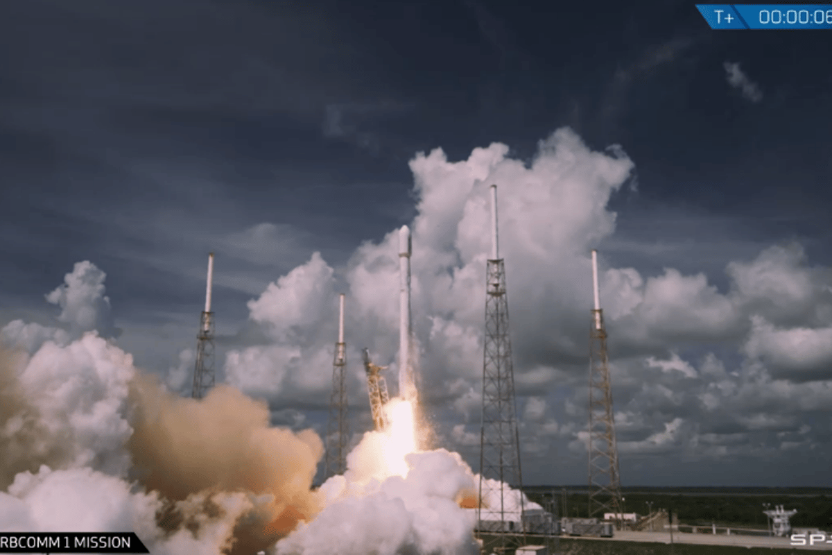 The OG2 mission carries 17 satellites (Image: SpaceX)