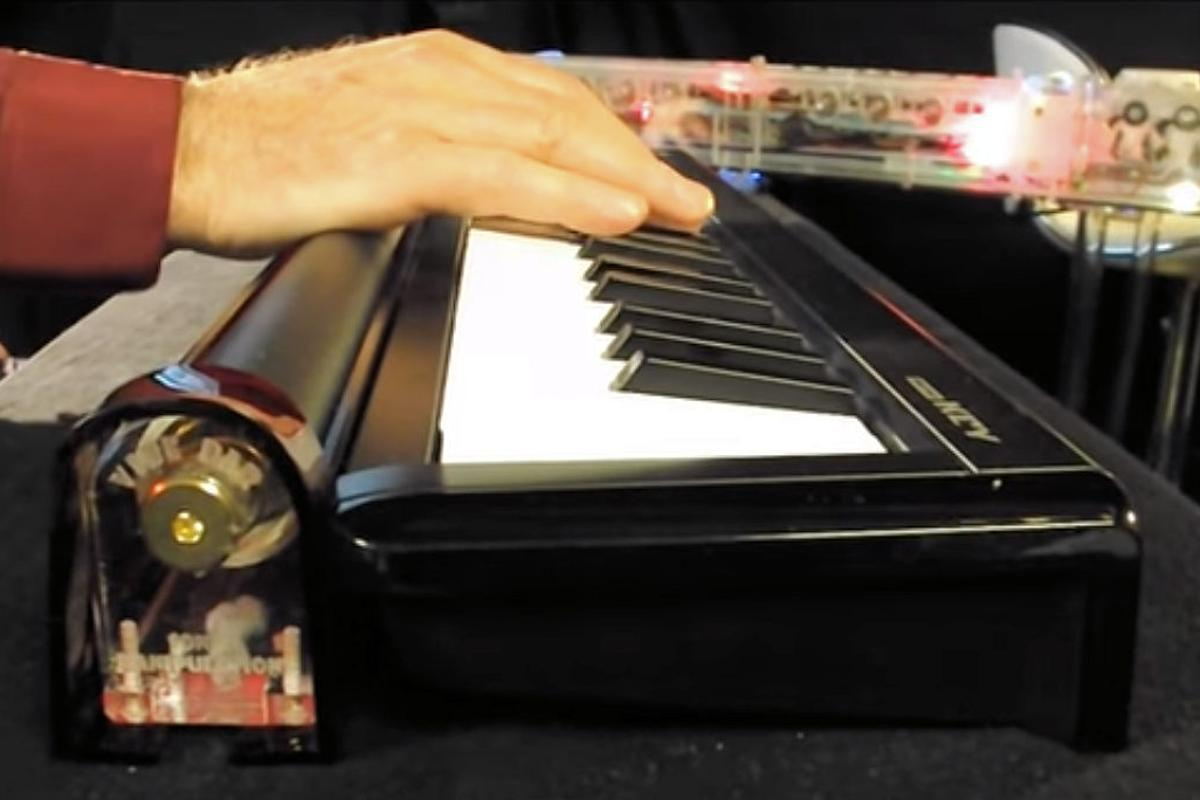 The Vibe Bar allows musicians to add vibrato using the playing hand