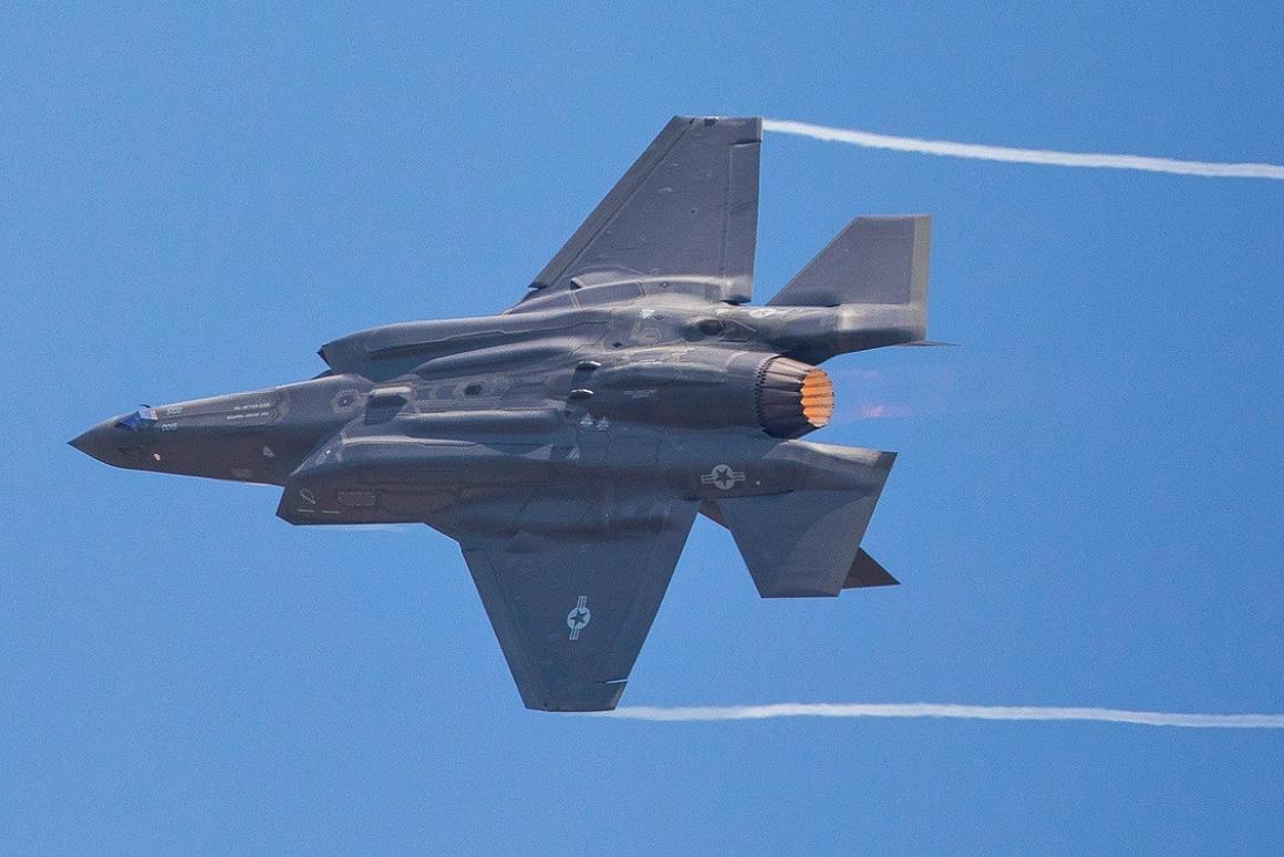 Lockheed Martin'sF-35 Lightning IIgave its first public aerial demonstration at Le Bourget for the 2017 Paris Air Show