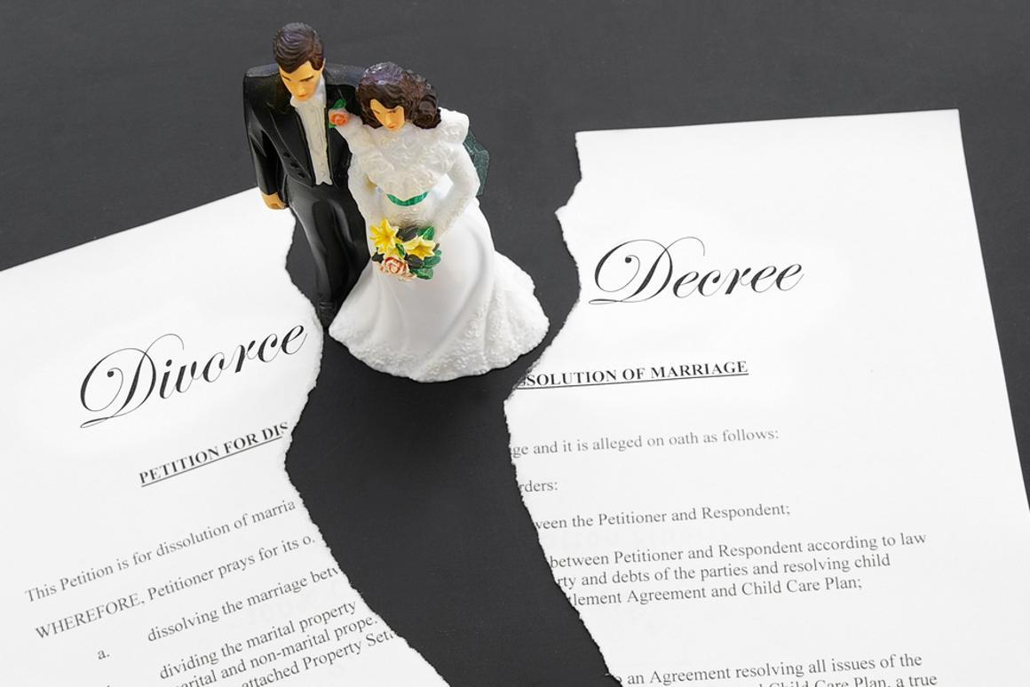 Cellphones star in divorce