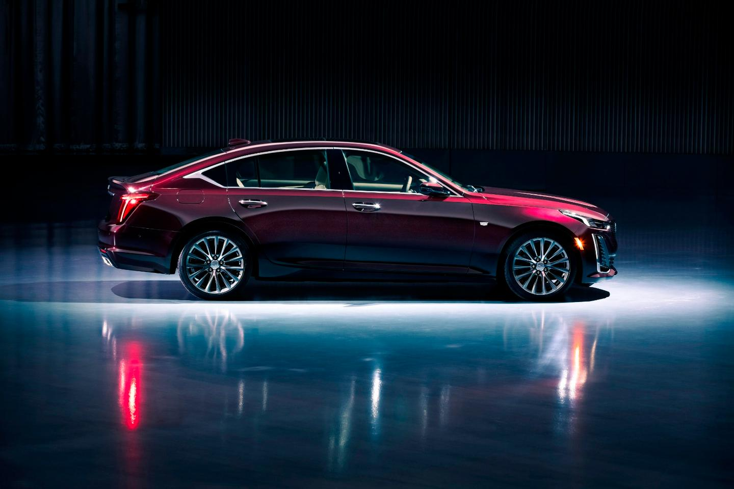 With a wheelbase of only 116 inches (2,94 7mm), the Cadillac CT5 has a track width of 62.8 inches (1,594 mm) at the front and 63.9 inches (1,624 mm) at the rear