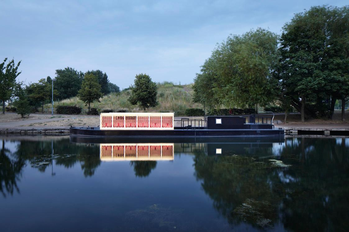 Powered by a hybrid engine which runs on biofuel, the new floating cinema is currently touring the London urban waterways