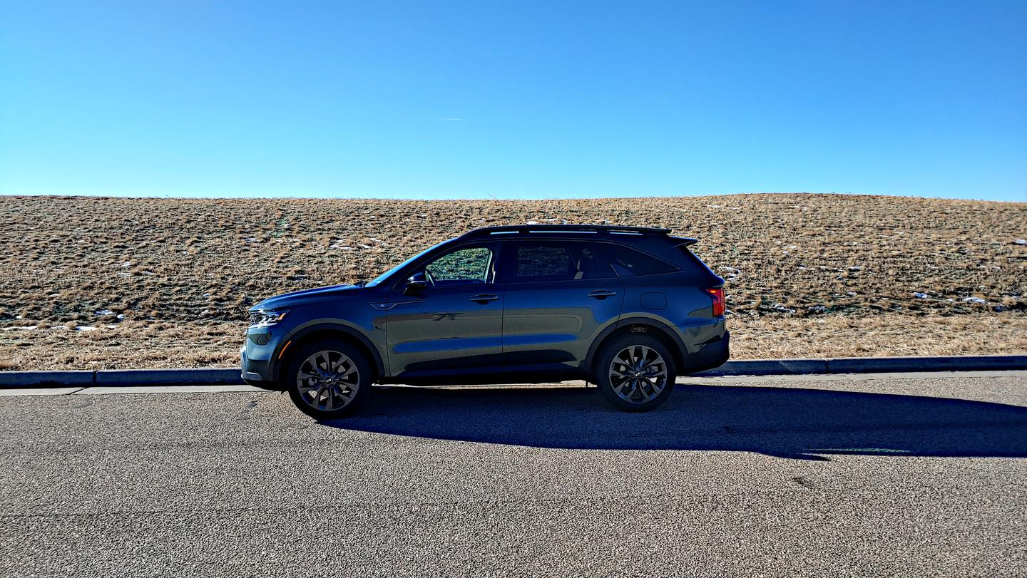 The new 2021 Kia Sorento is a good-looking redesign with sleek lines and a robust, but not overpowering exterior