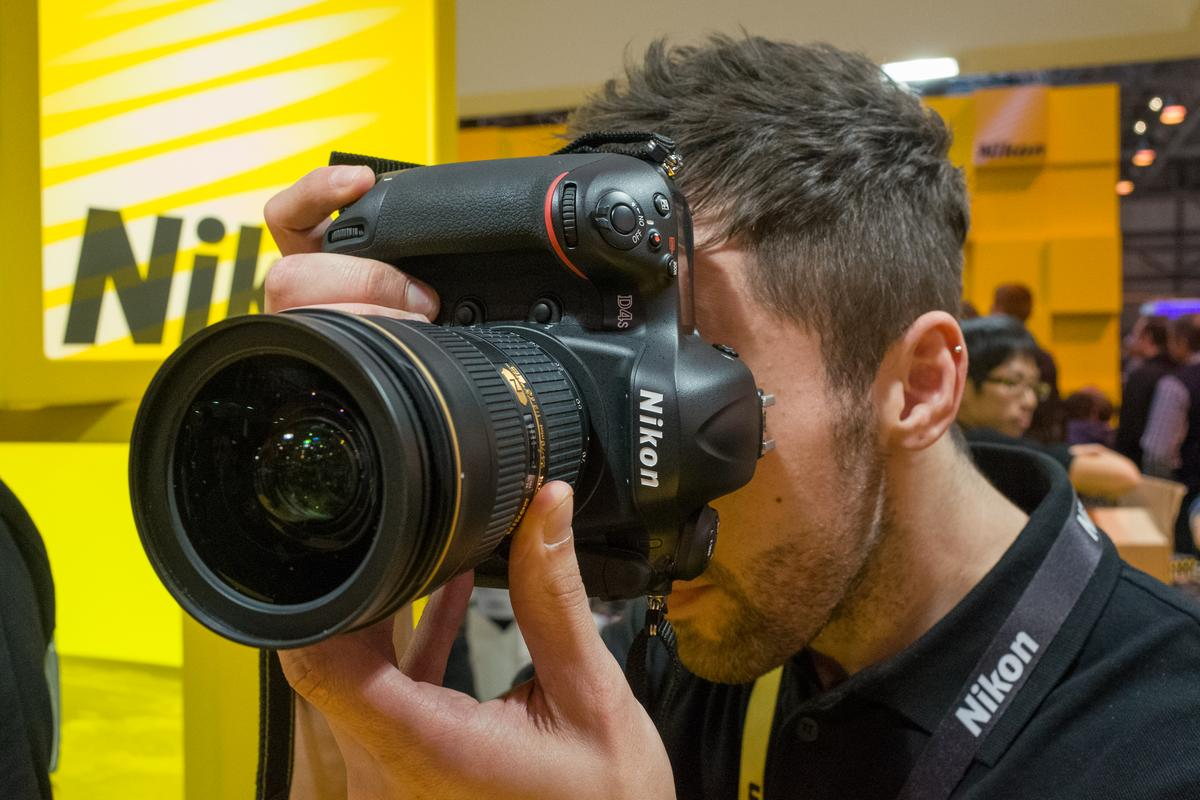 Gizmag goes hands-on with the soon-to-be-released Nikon D4S professional DSLR
