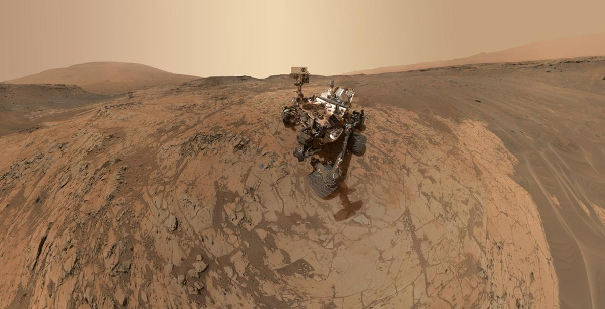 Curiosity's new selfie shows the Pahrump Hills region, where the rover has been conducting research for the past five months (Photo: NASA/JPL-Caltech/MSSS)