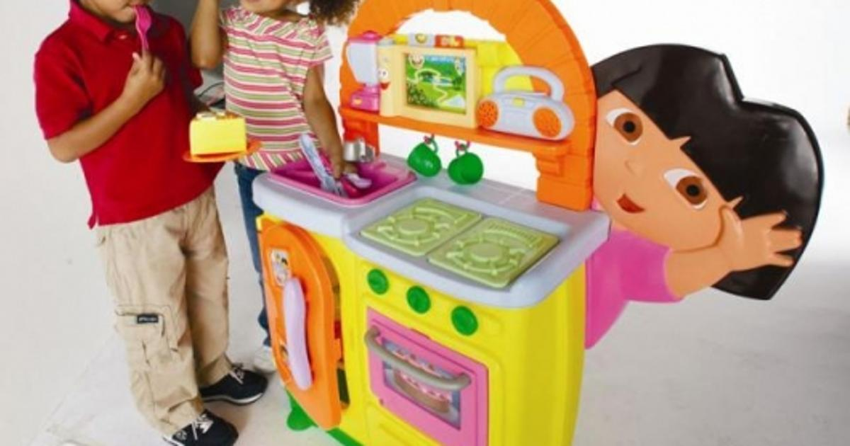 Dora S Talking Kitchen Wins Two Toy Of The Year Awards