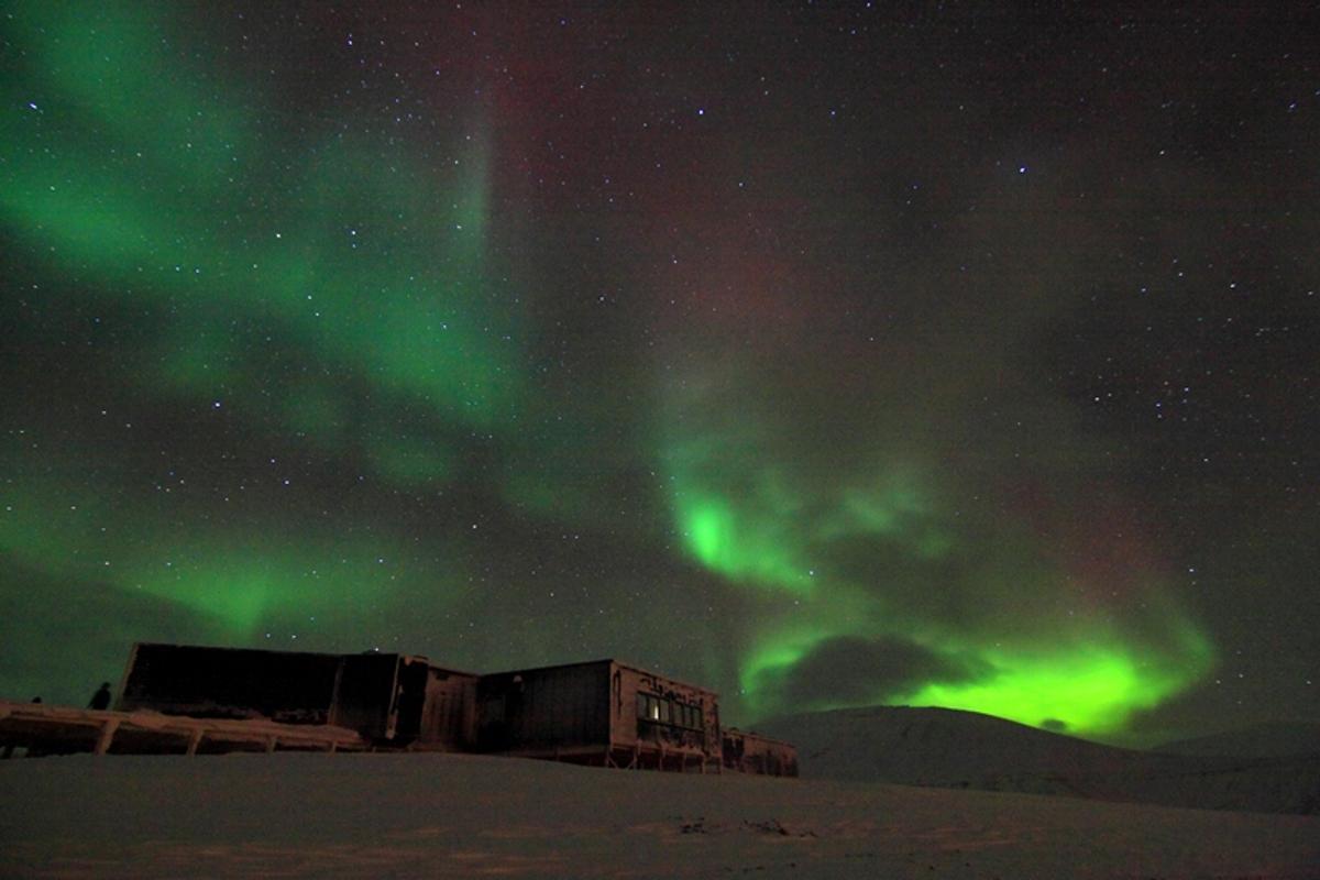 An aurora appearing in the night sky at the Kjell Henriksen Observatory in Svalbard, Norway, taken November 2010 (Photot: Njaal Gulbarndsen)