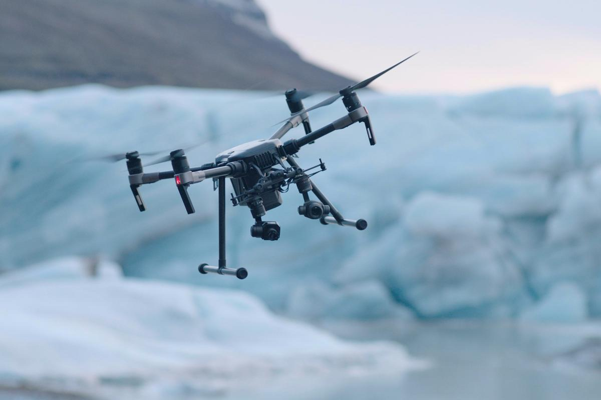 DJI's new Matrice 200 series packsheated batteries toallow it to fly in sub-zero temperatures