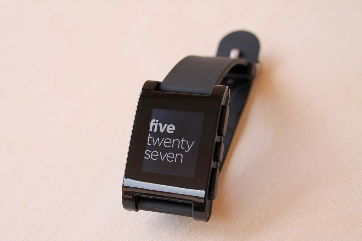 Gizmag reviews the Pebble watch, which helped to kickstart the impending Smartwatch Mania
