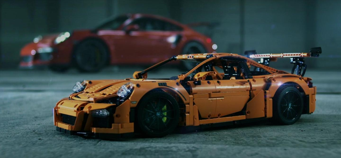 There are 2,704 pieces for building the model, which Lego explains are packed in individual assembly groups to give model builders an insight into the assembly process of the actual 911