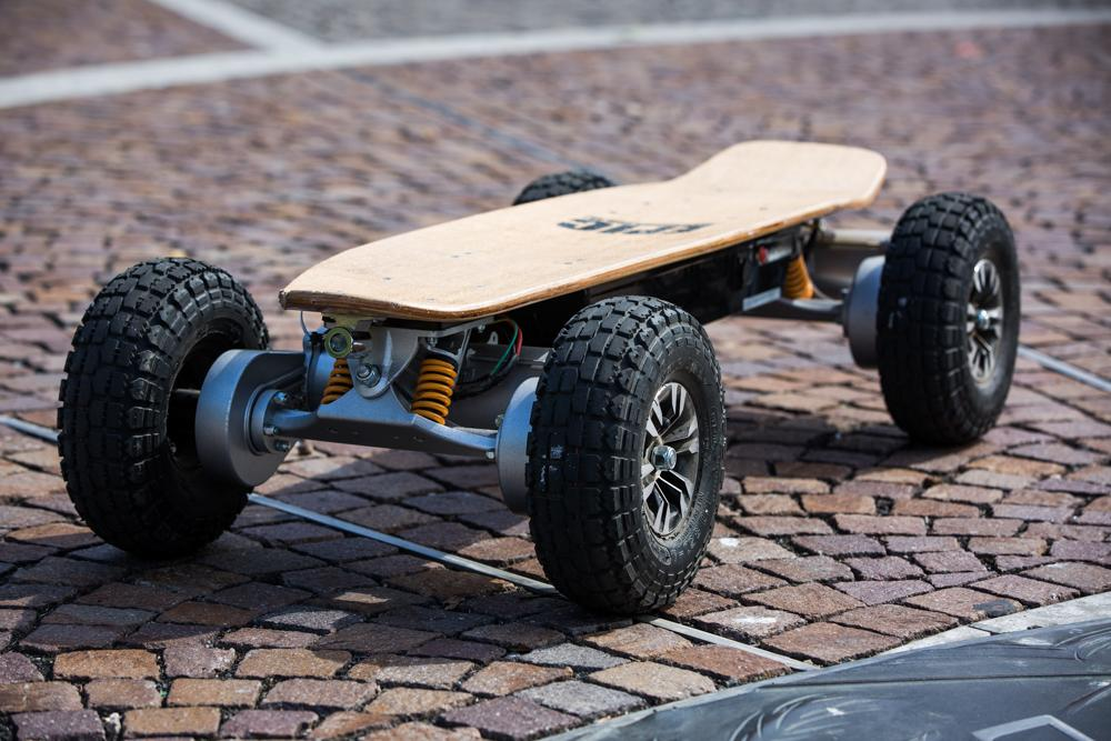 With all that power, it won't come as a huge surprise that the board weighs a hefty 31.4 kg / 70 lb (Photo: Nick Lavars/Gizmag.com)