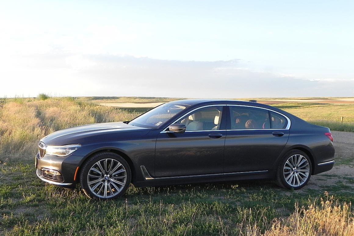Review: 2016 BMW 750i combines power and elegance in a plush