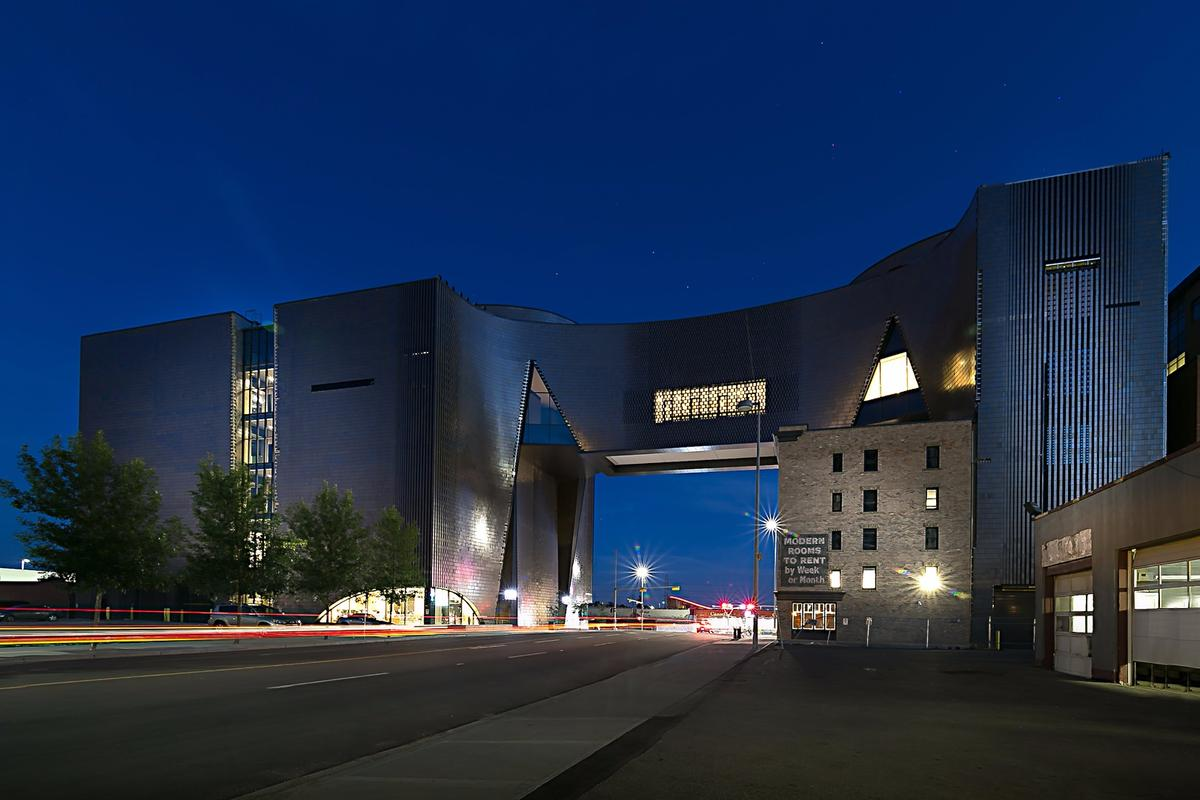 Internationally renowned ceramics producers Tichelaar Makkumcreated the 220,000 terra cotta tiles used inStudio Bell, the home of Canada's National Music Centre