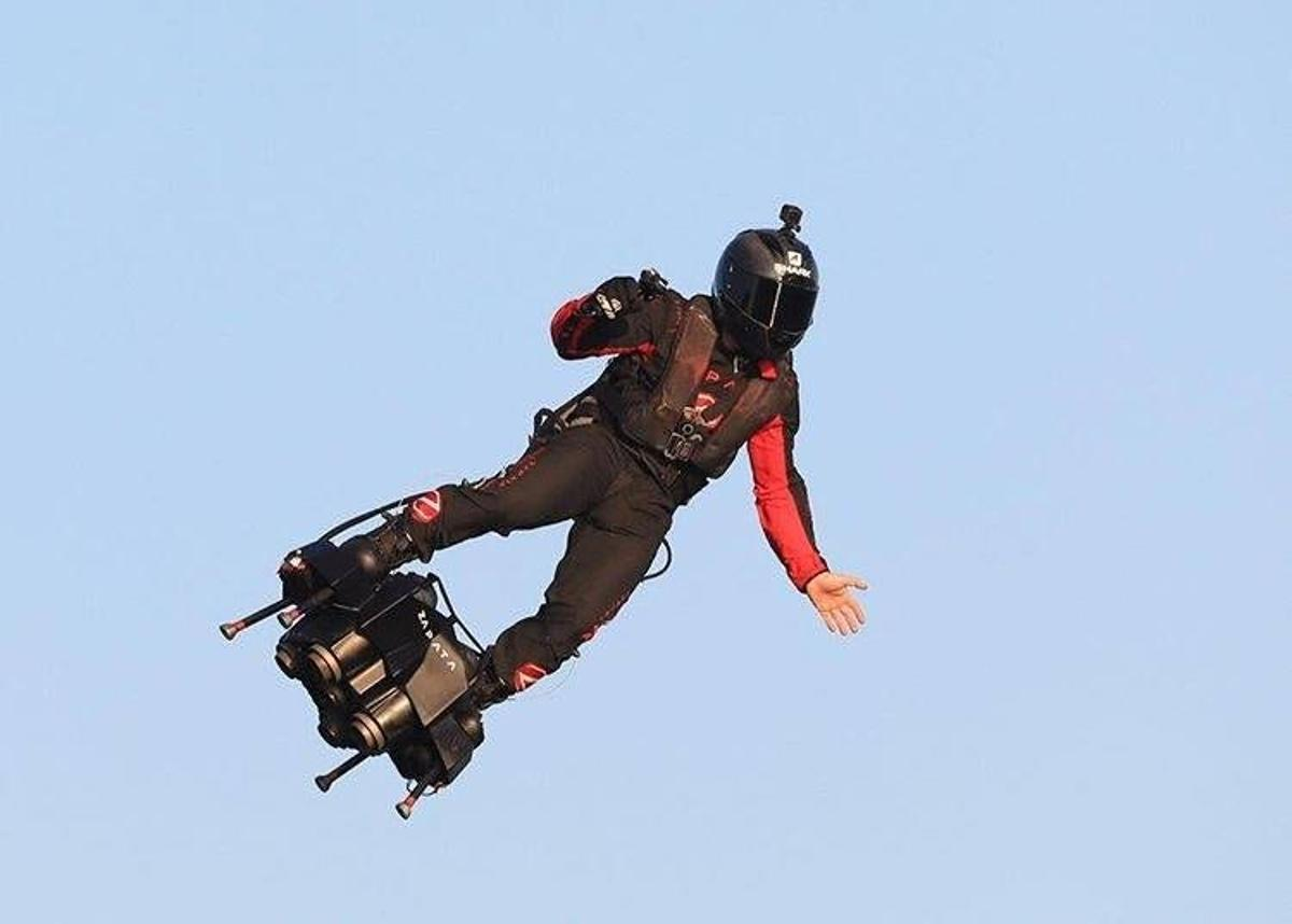 At speeds over 100 mph, Franky Zapata has become the first person to cross the English Channel on a jet-powered hoverboard
