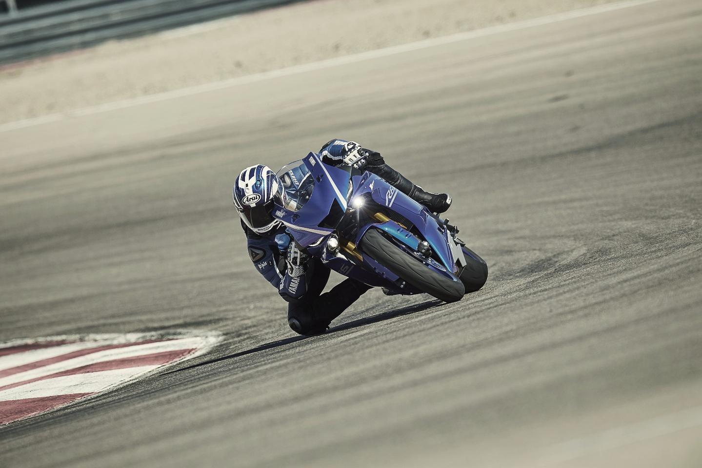 The 2017 Yamaha YZF-R6 in action