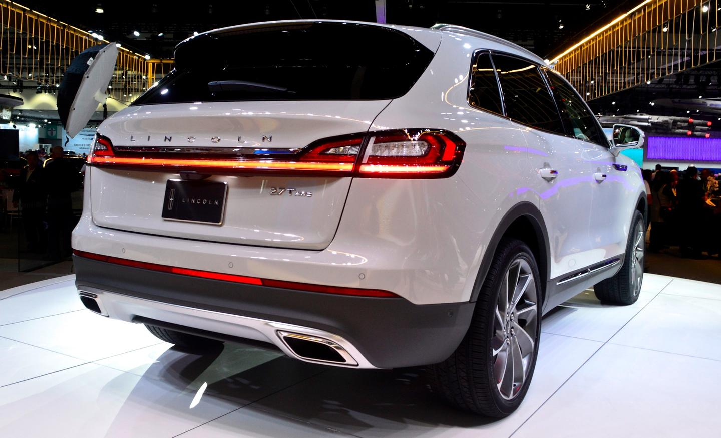 Lincoln debuts the Nautilus, its new mid-size SUV