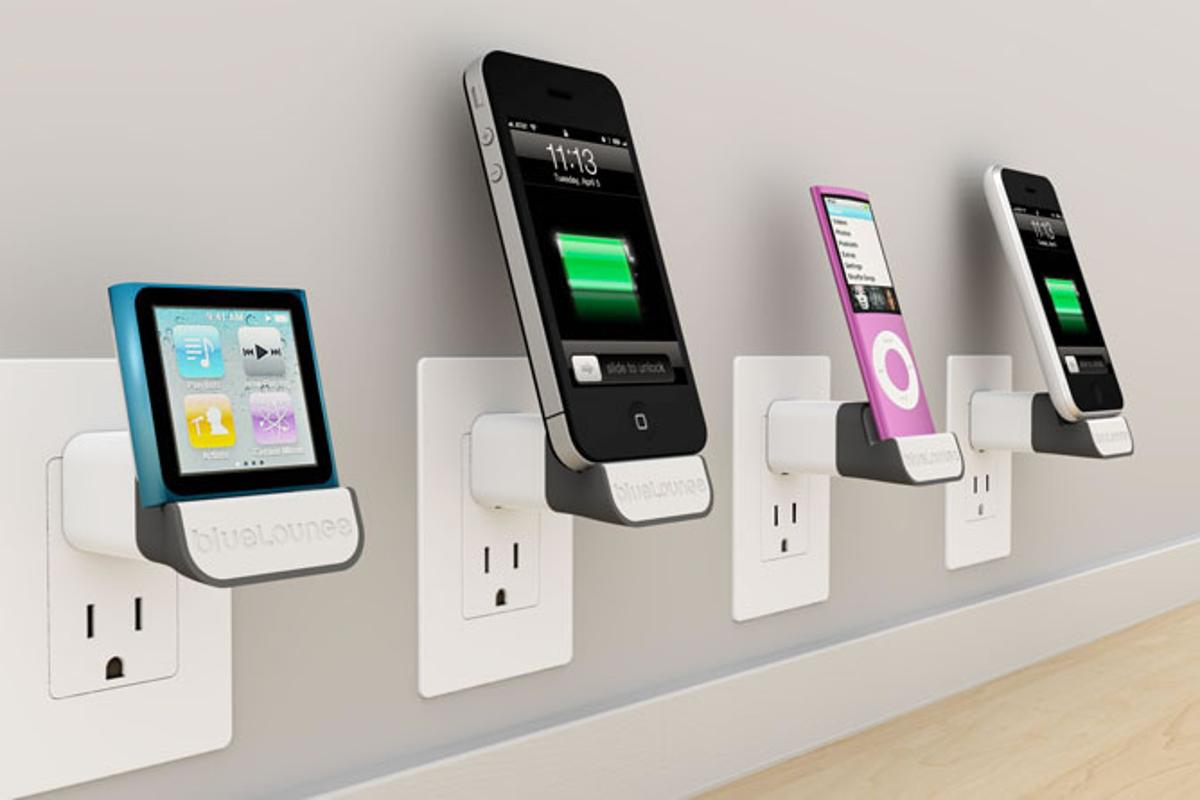 MiniDock is compatible with iPhone and iPod enabling to plug them virtually directly into electric outlet