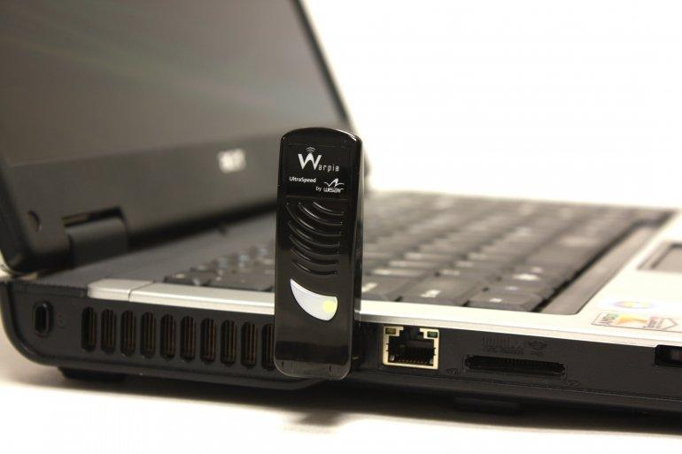 Laptop with Easy Dock wireless dongle