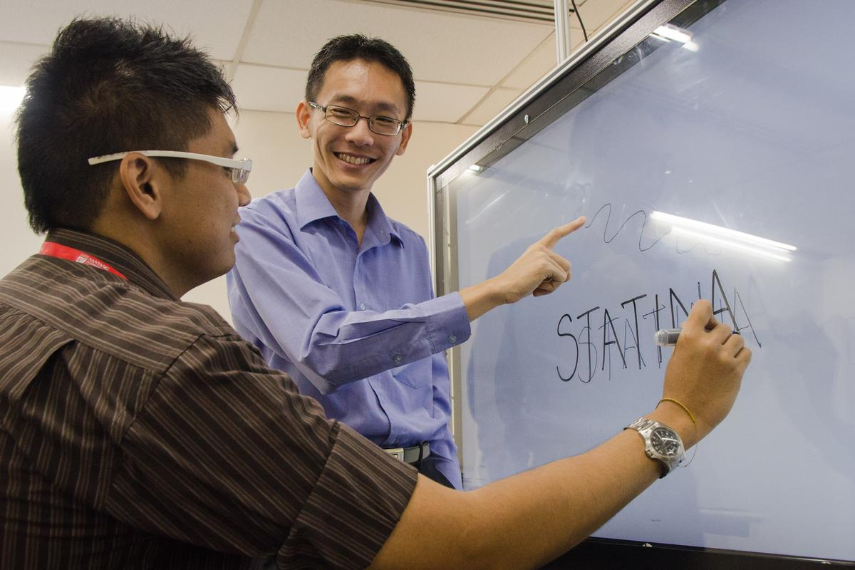 Asst. Prof Andy Khong (right) with his undergraduate student Zaw Lin, demonstrating the tracking capabilities of their prototype (Photo: NTU)