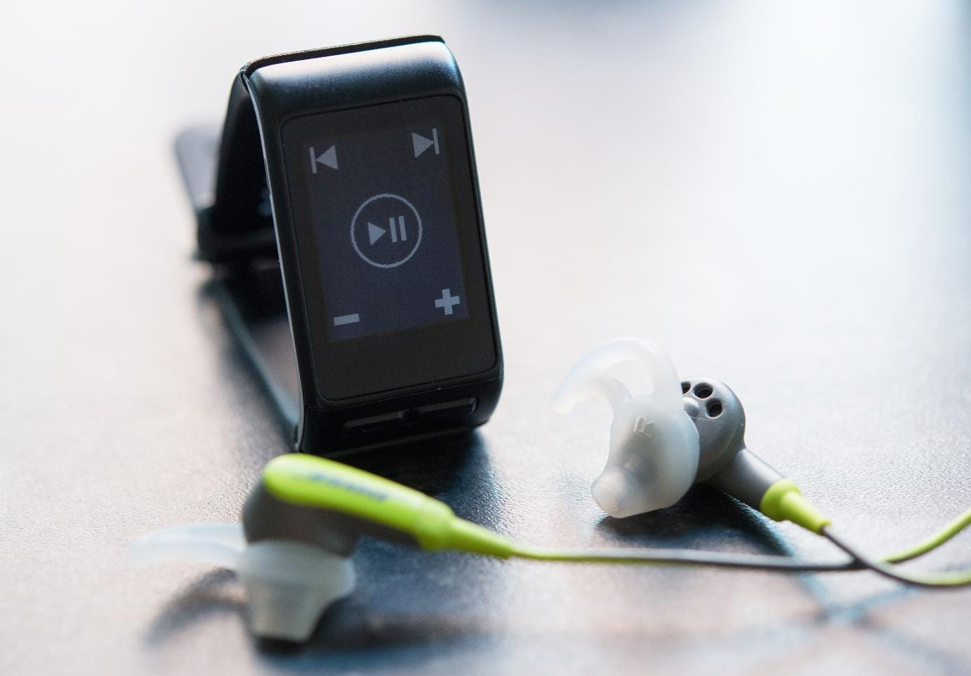 The Gamin Vivoactive HR can be used to control you smartphone music playback