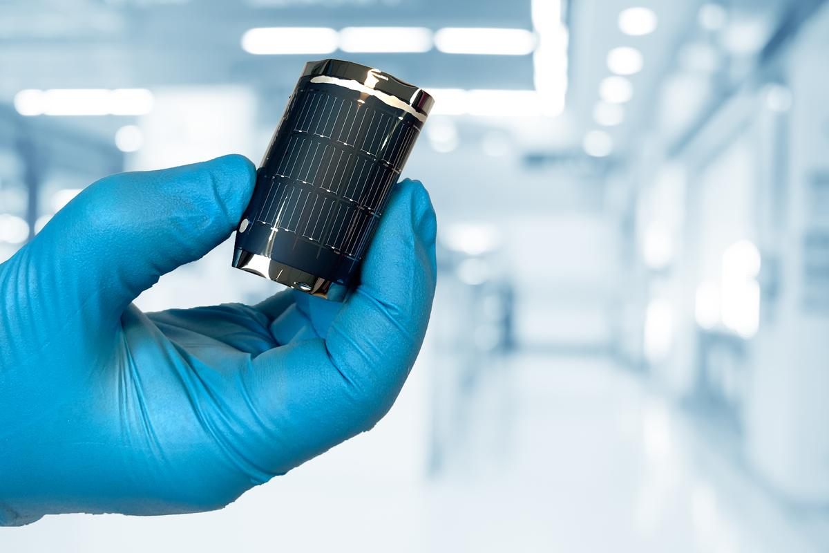 Scientists at Empa have developed a new CIGS flexible solar cell with a record efficiency of 21.38 percent