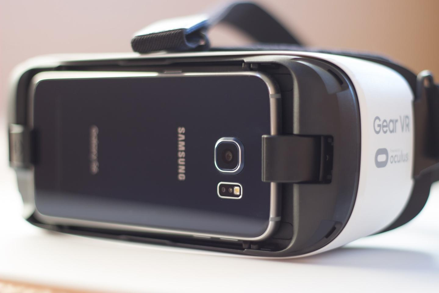 The new Galaxy S7 will fit inside the same Gear VR that already works with last year's Galaxy flagships