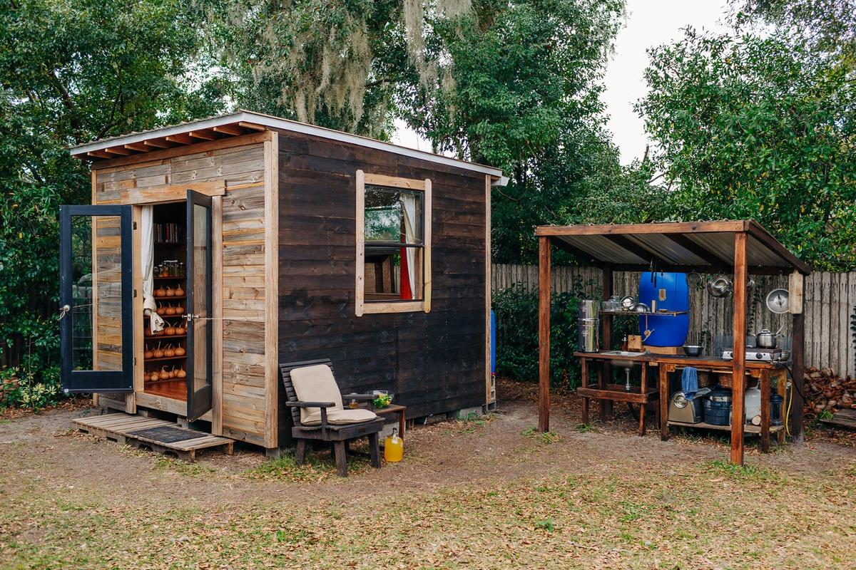 As you'd probably guess, the $1,500 cost doesn't include the purchase of any land and Greenfield has his tiny house installed in someone else's garden in Orlando