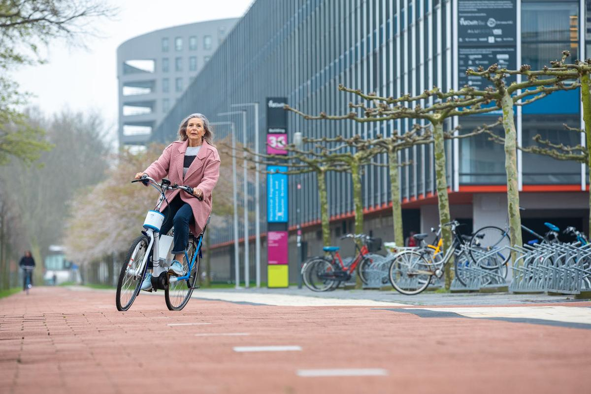 Test riders have reported that the system does help them to maintain stability while cycling