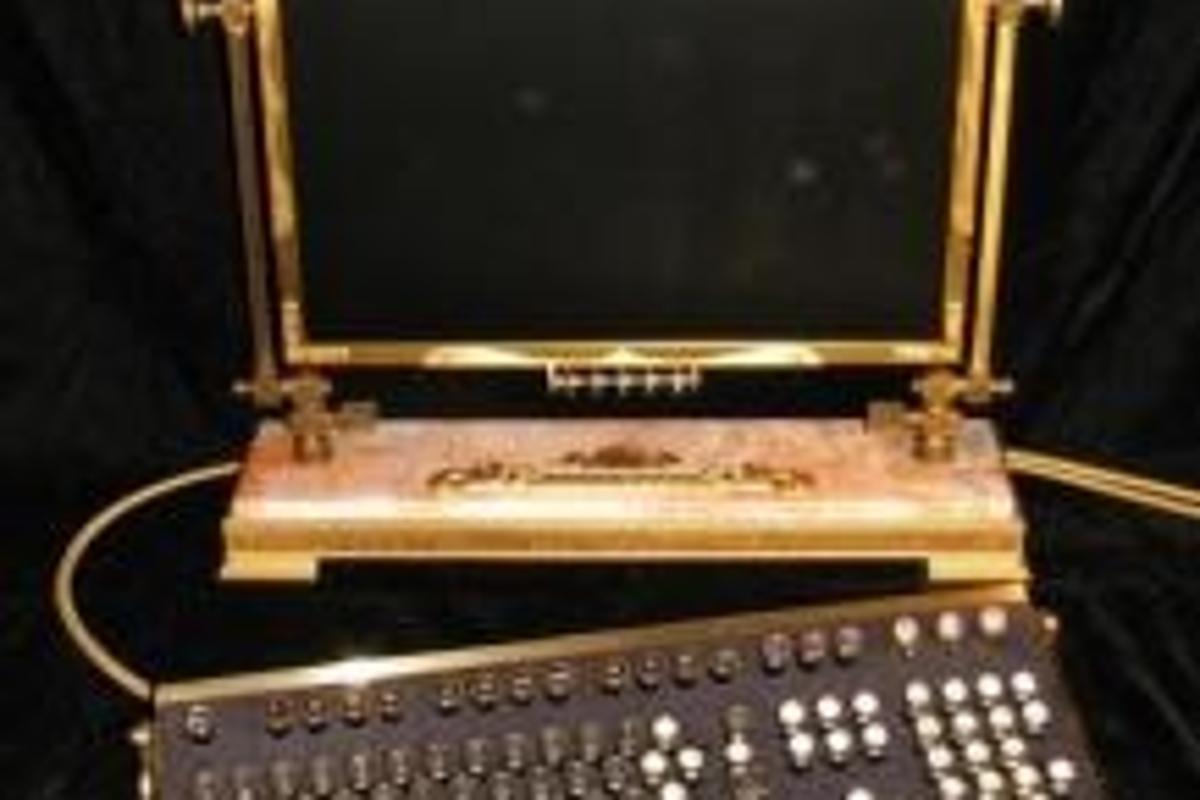 Jake Von Slatt's Steampunk LCD and keyboard.