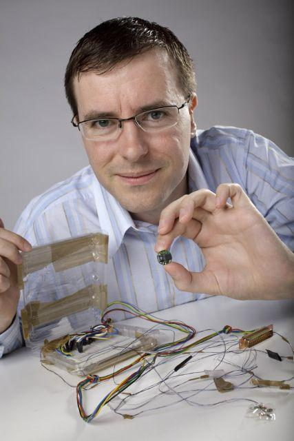 Inventor of the DuoFertility concept Dr Shamus Husheer, with a proof of concept prototype