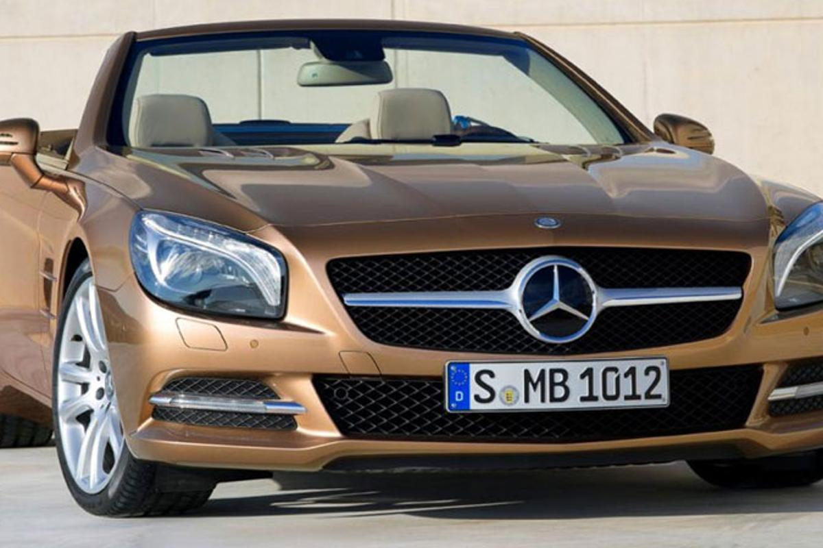 The 2013 Mercedes SL benefits from the extensive use of aluminum