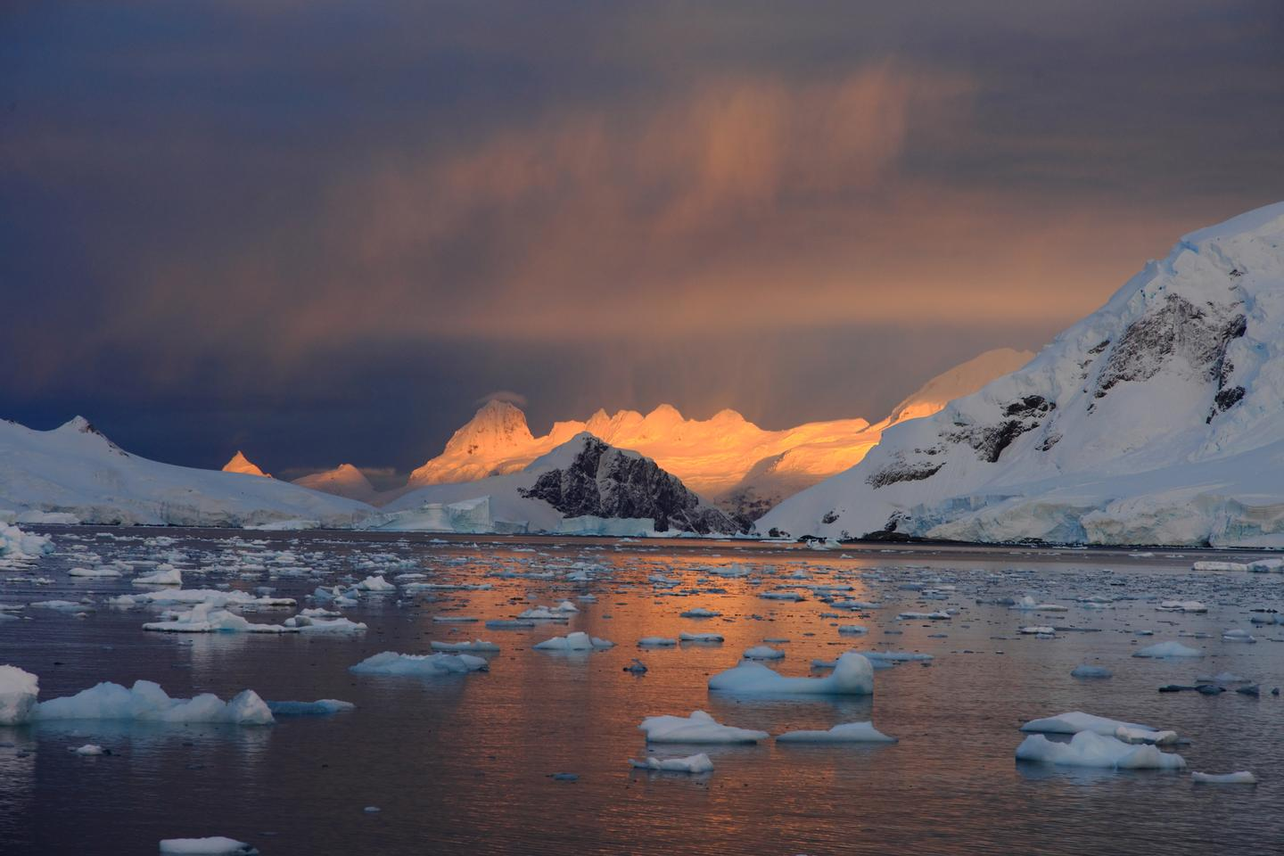 A new study has found recent retreat in the Antarctic ice sheet was related to changes to the ice sheet at the opposite end of the globe