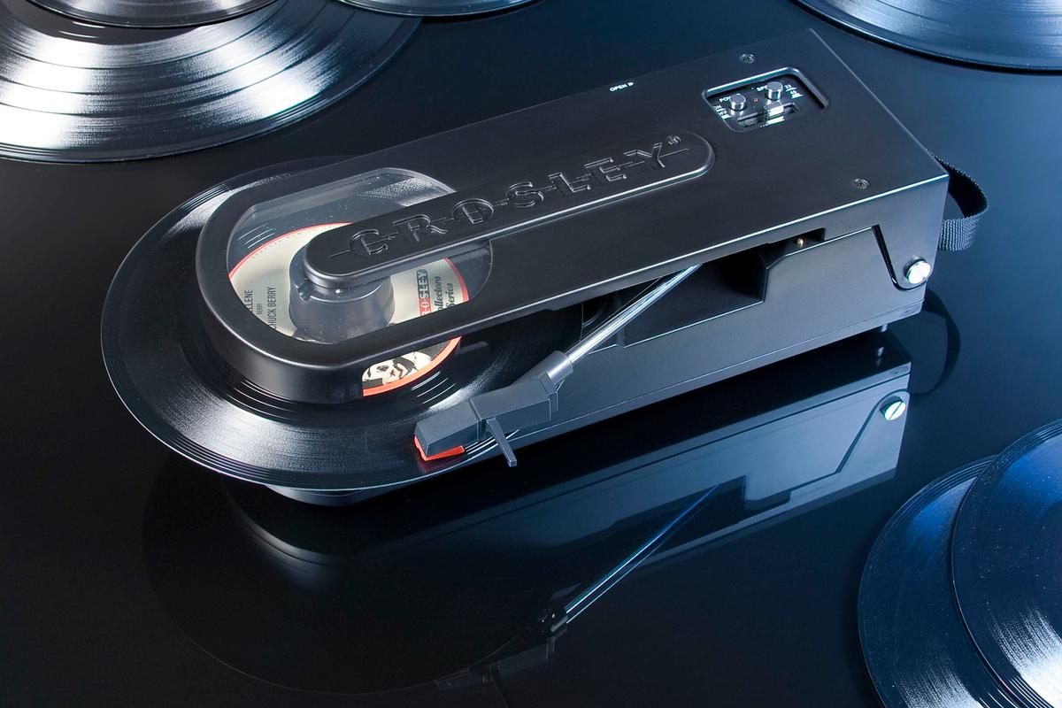 The Revolution can play both 7- and 12-inch vinyl records with a stereo speaker providing audio
