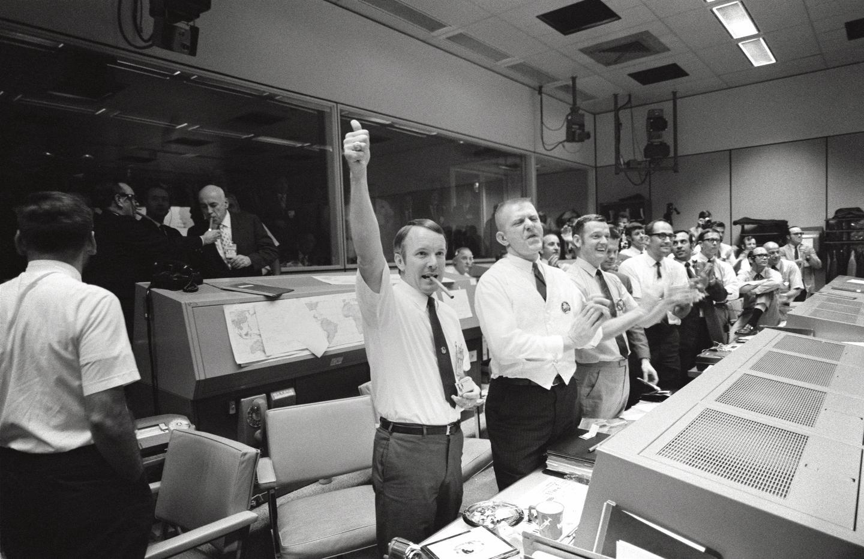 Mission Control célèbre le splashdown d'Odyssey