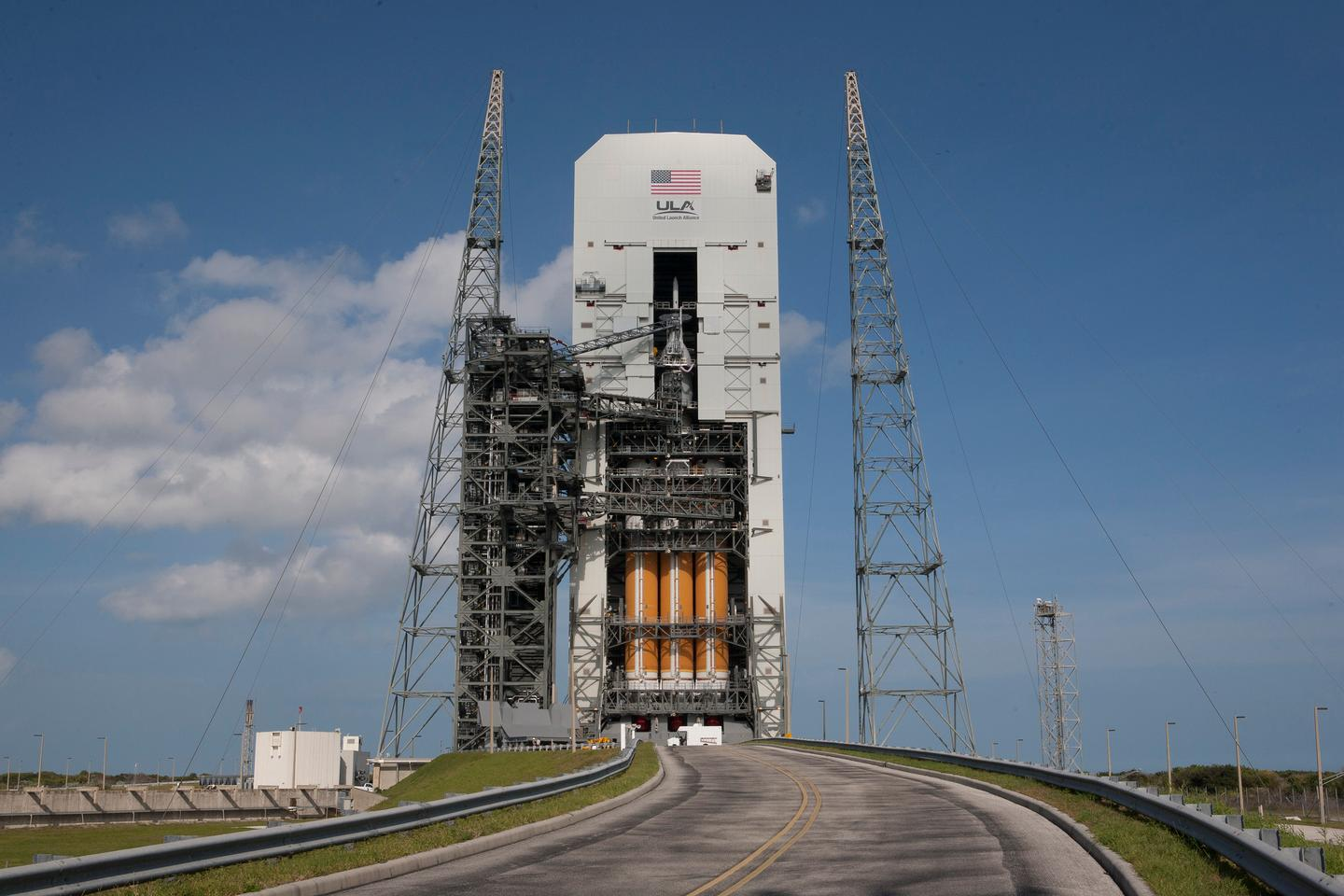 The Orion and Delta IV Heavy rocket stacked for launch at Space Launch Complex 37 at Cape Canaveral Air Force Station (Photo: NASA/Kim Shiflett)