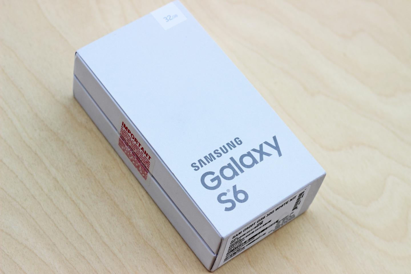 Retail packaging for the Samsung Galaxy S6 (Photo: Will Shanklin/Gizmag.com)