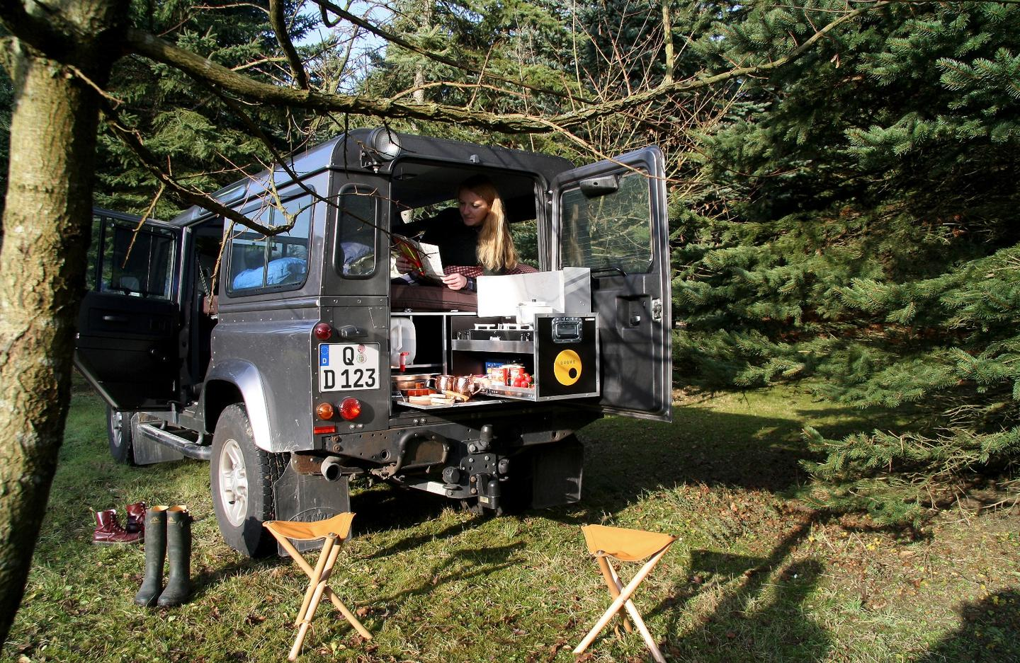 With the D-Box, the Land Rover Defenderis ready for adventures that last for days