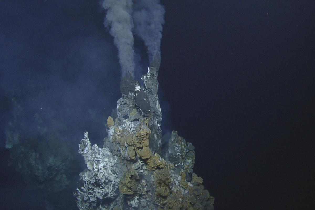 Deep-sea hydrothermal vent (Framegrab from the Remotely operated underwater vehicle)