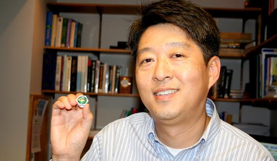 Principal investigator Prof. Euisik Yoon, holding a prototype of the BioBolt (Photo: University of Michigan)