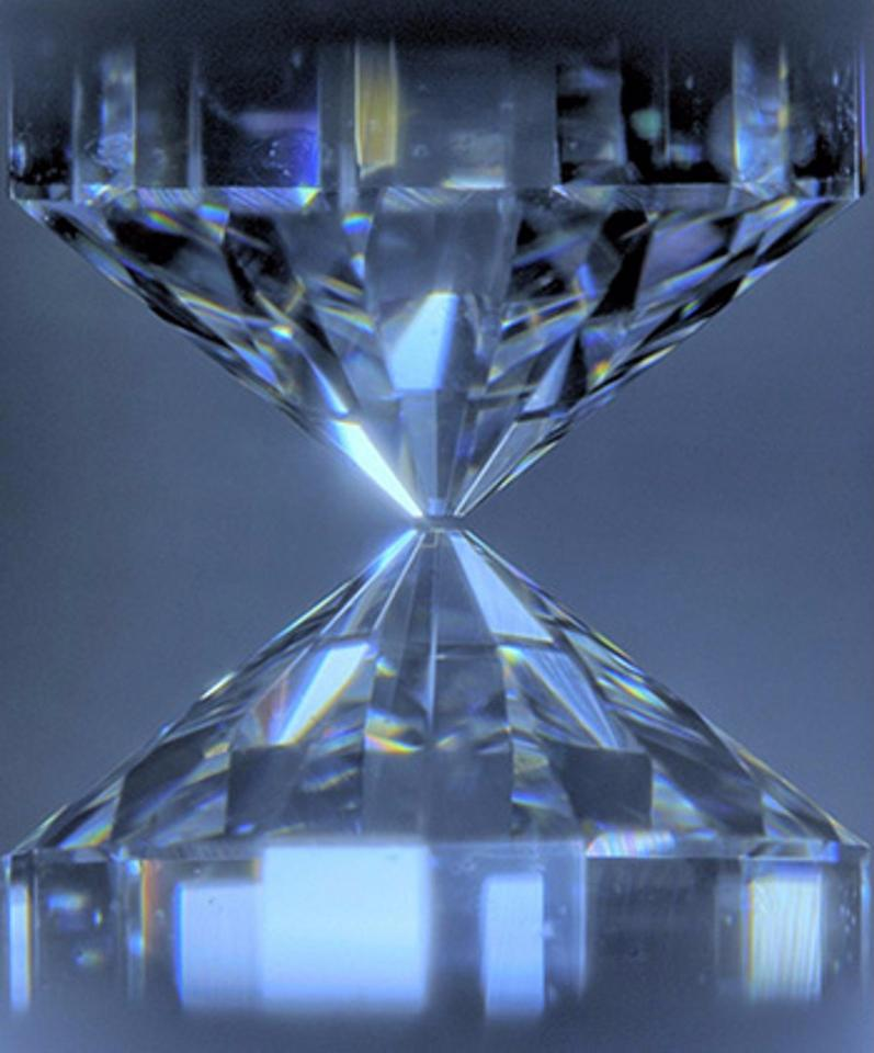 Diamonds used to squeeze a sample to ultrahigh pressures corresponding to those of the Earth's core