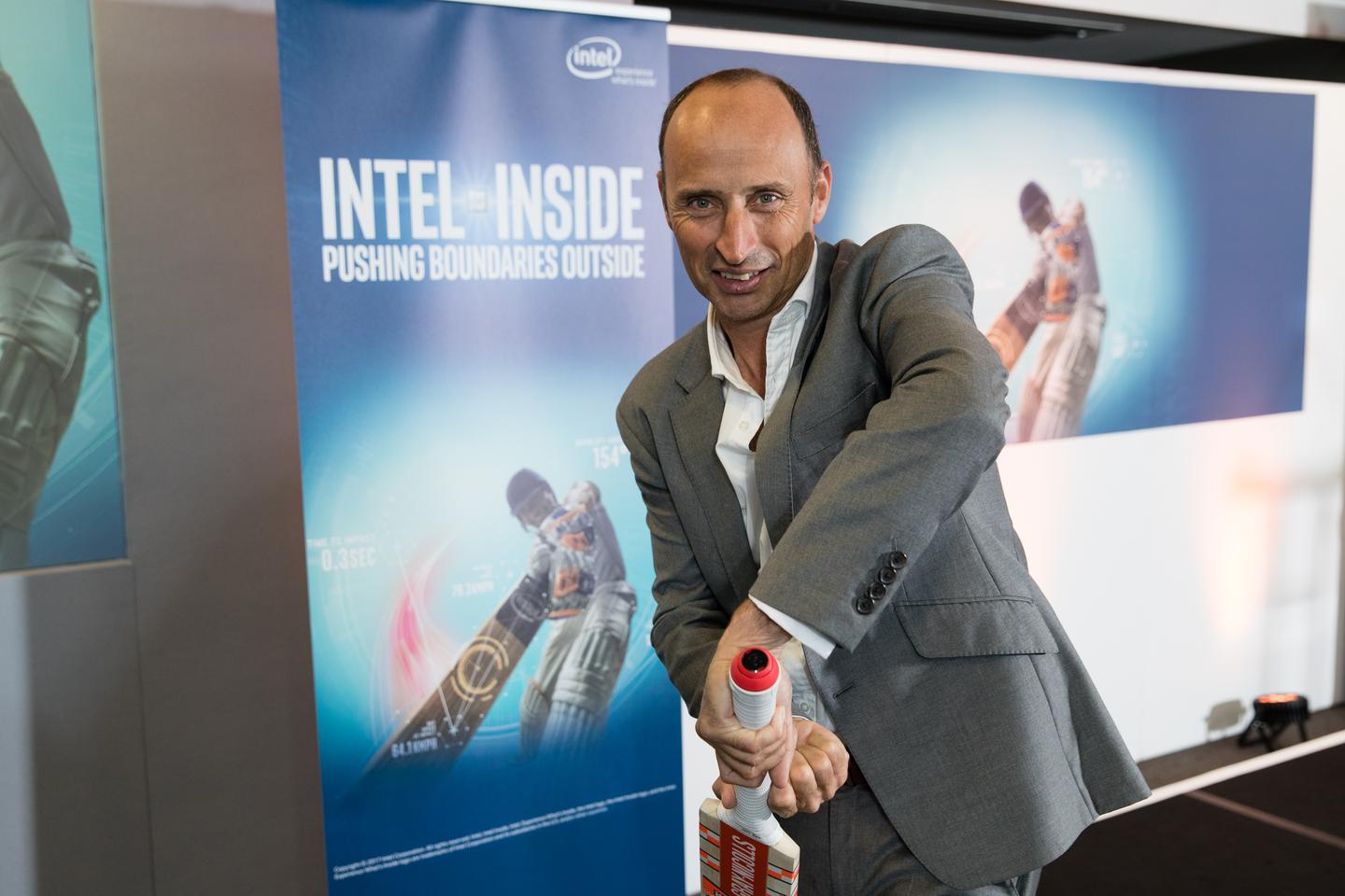 Ex-England cricketer Nasser Hussain tries out the smart bat