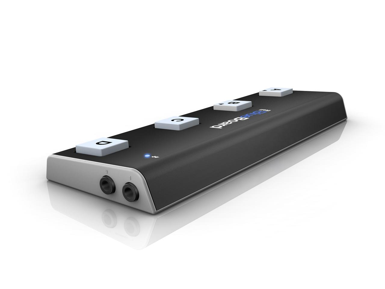 Expression, volume or wah pedals can be connected to the two 0.25-in jacks on the side of the device for control of onscreen dials and knobs