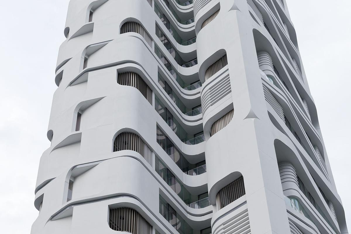Detail of the inter-locking panels of the facade. Ardmore Residence, Singapore, by UN Studio (Photo: Iwan Baan ©)