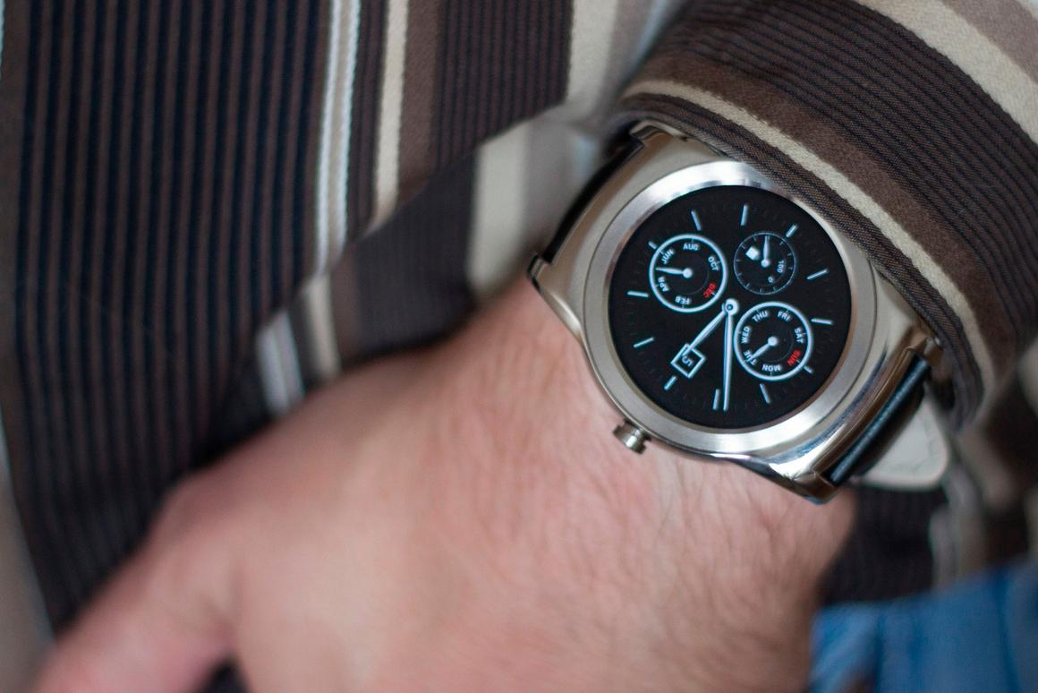 Gizmag straps on one of the most beautiful smartwatches to date, the LG Watch Urbane (Photo: Will Shanklin/Gizmag.com)