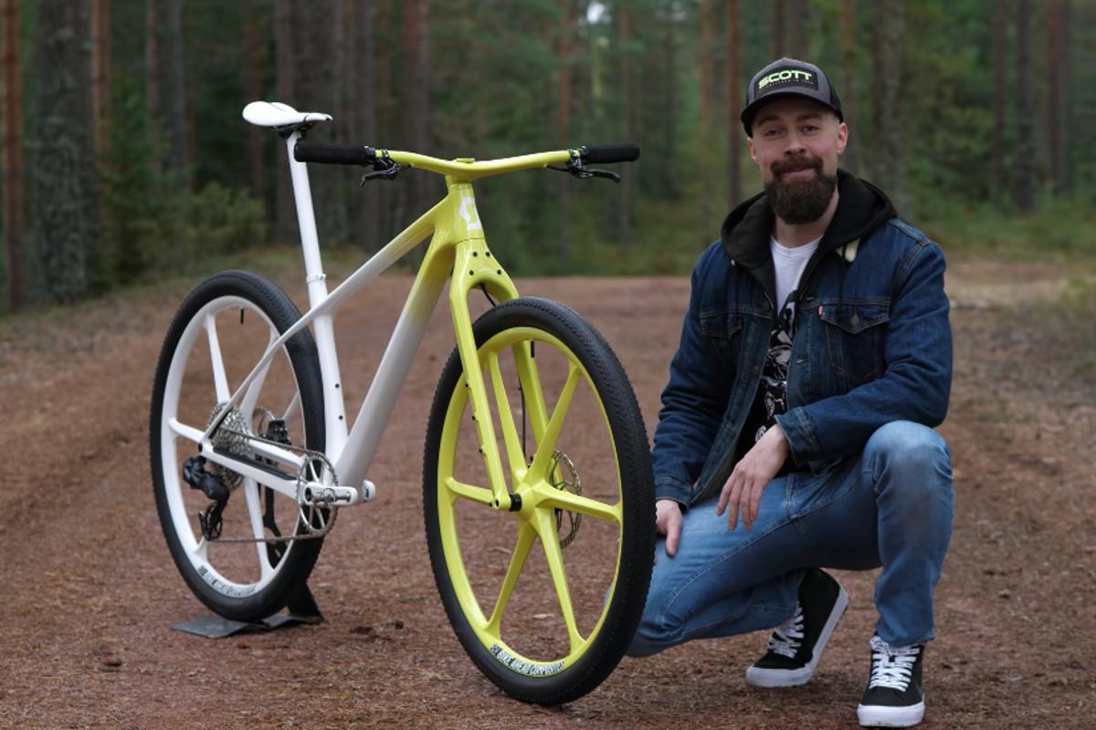 Gustav Gullholm (aka Dangerholm), with his custom Scott Scale Gravel bike