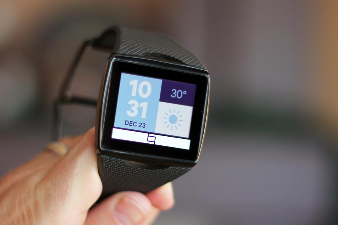 Gizmag reviews the Qualcomm Toq smartwatch, with its gorgeous Mirasol display